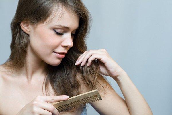 Почему после родов ужасно выпадают волосы что делать