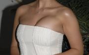 Почему у девушки одна грудь больше другой