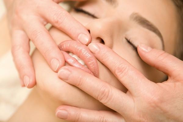 Увеличение губ без инъекций в домашних условиях